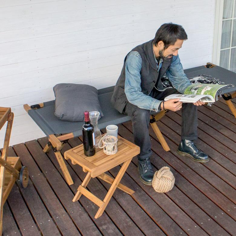 天然木のガーデンテーブル