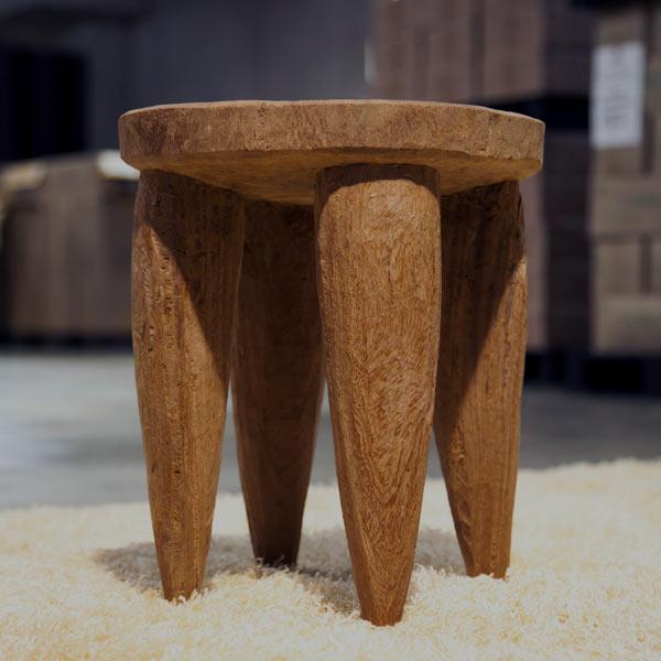 木の塊から手彫りでつくられた4本脚のスツールStool Senofo (スツールセノフォ) pols potten